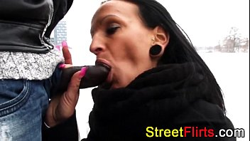 Streaming Video STREETFLIRTS.com outdoor interracial - XLXX.video