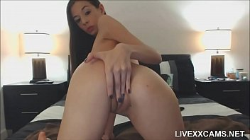Cute Cam Girl Fingering Herself with toy on webcam - 666webcam.net 6分钟