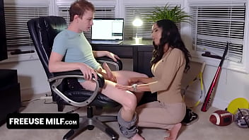 Superb Milf Stepmom Teaching Her Stepson How To Properly Please A Woman In Front Of Her Husband