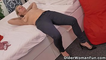 Horny mature Paege needs to rub one out 12 min