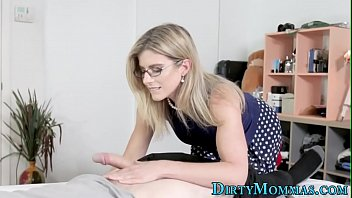 Teen eats stepmoms pussy while riding