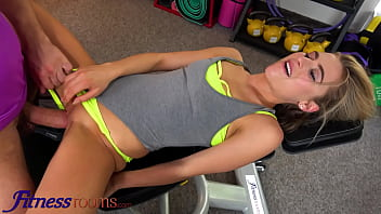 fitness rooms sexy athletic blonde lindsey cruz squirts on lucky pervert wild gym sex min