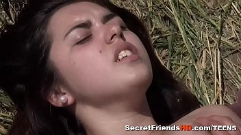 Streaming Video Diana Rius Gets Her Pussy Ploughed on a Picnic - XLXX.video