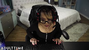 FAIL!! Gamer Chick Accidentally Streams a Fuck and Facial
