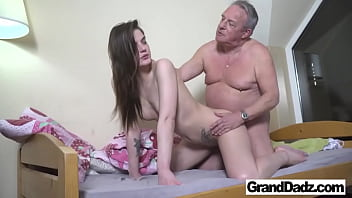 Old Perv wants to Cum in My Mouth 9分钟