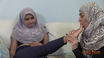 Slutty Desi Hijabis having lesbian fun 76秒
