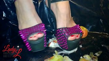 jav vr porn Lady L crush apples with spears extreme high heels.