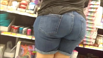 Candid 9(dominican in booty shorts)