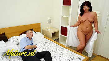 Big Booty MILF Seduces Her Boss For a Raise