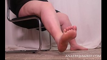 Bbw mistress is looking for a slave who will lick her legs