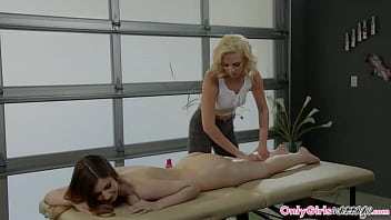 Massage Lesbian Babe Tribbed By Dyke Client