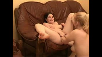Amateur lesbian double fisted by girlfriend. Extreme !