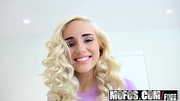 Mofos - Dont Break Me - Tiny Spinner Takes It Deep Starring Naomi Woods