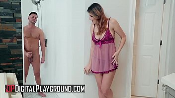 (Seth Gamble, Michele James) - Her Shower Secret - Digital Playground