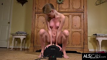 Southern Teen Hannah Hays Rides a Sybian for the First Time
