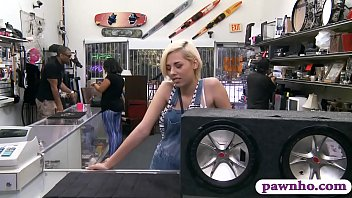 Blonde sells her BFs speaker and banged at the pawnshop