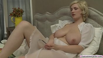 Milf Scissoring With Dyke Room Mate