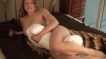 Yanks Emily Pillow Humper