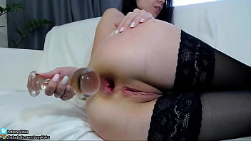 TEENY GIRL FIRST TIME INSERT BIG GLASS BALL PLUG IN LITTLE ASS AND GAPE chaturbate.com\/sexykiska