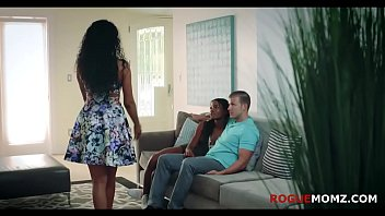 Interracial interaction with MOM and BF 8 min
