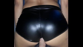 Spanked over her leather skirt - Cogiendo un poco