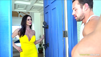 Saving her from eviciton with a fuck - Kendra Lust