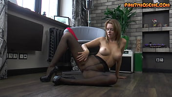 Pretty Amateur Michelle In Solo Black Pantyhose Porn