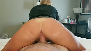 Amateur wife rides reverse cowgirl 6 min