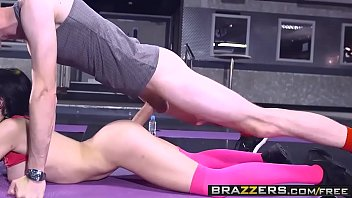 Ebony teen in sports bra Brazzers - big tits in sports - sophia laure and danny d - sweaty ass workout