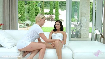 Sensual lesbian love by Amber Deen and Jenny Saphire at SapphiX