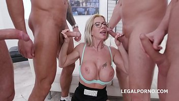 4on1 Classic Lara De Santis Balls Deep Anal, Gapes, and Swallow GIO1364