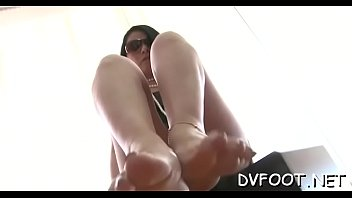 Sexy foot fetisj act with sexy babe getting feet licked