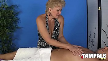 Streaming Video Breasty Mature Blonde Giving a Handjob - XLXX.video