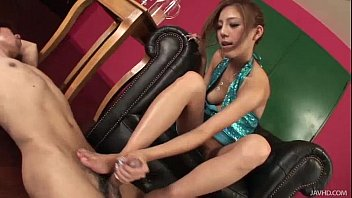 Yui loves using her oil and her feet to make this guy cum hard 5 min