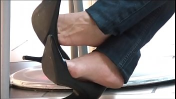 Highheel pumps stockings sexy shoeplay Cams4free.net - candid shoeplay dangling in cafe black pumps