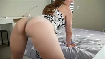 White Girl Shaking Her Ass Hard and Getting Wet Booty Twerking