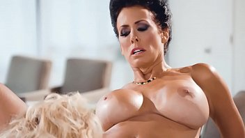 Extremely hot MILFS Reagan Foxx, Brandi Love make out