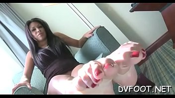 Cute girls shows off hawt feet and slaps face hard with '_em