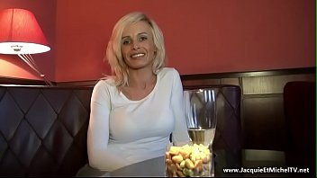 Claire milf sexy s'_offre une d&eacute_fonce anal ( french)