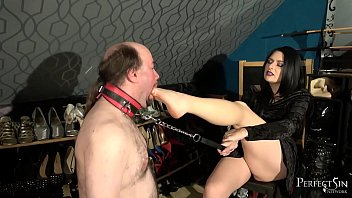 Mouth Stretching - Foot Gagging by Domina Jemma 8分钟