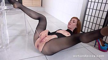 WTF - hot redhead showers in her own pee