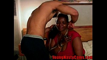 Mature Shows you her Goodies - youngnastycams.com