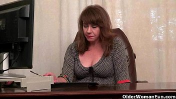 American milf Tracy works her nyloned pussy pornhub video