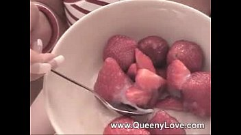 Queeny- Strawberry