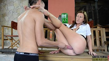 Female slaves domination - Wanks herself off tow6
