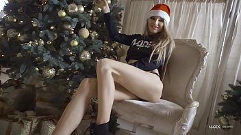 Tantalising tits Sexy nudex christmas with a promiscuous blonde girl