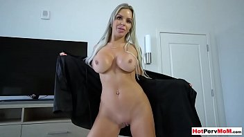 When I need a pussy just calling my mature stepmother
