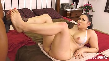 Buttplugged Curvy Latina Deepthroats and Rides BBC In Live Sex Show