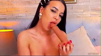 Perfect Babe wants to play whith you (Charmelle Louise)
