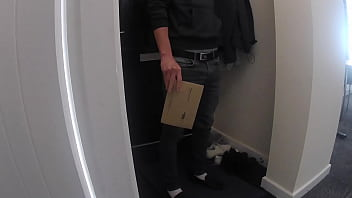 Recently Divorced Young Mom Flashes her Body, Seduces and Fucks Delivery Guy. She let him Cum inside 7 min